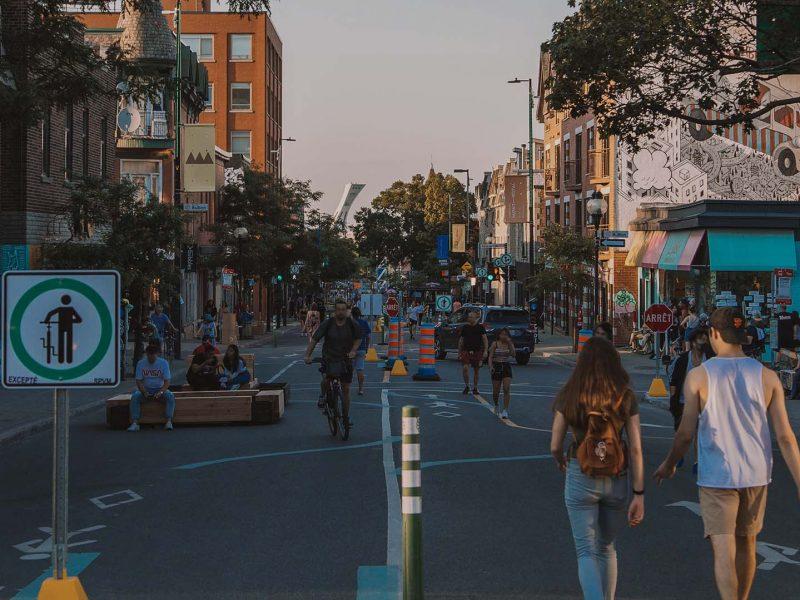 Avenue Mont-Royal piétonne à l'été 2020